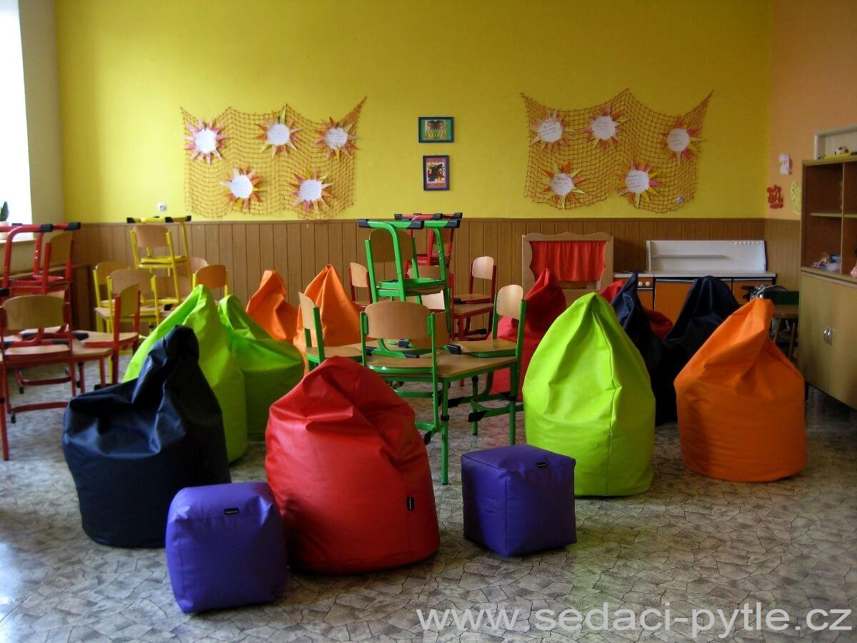 Ukázka vybavení mateřské a základní školy sedacími vaky